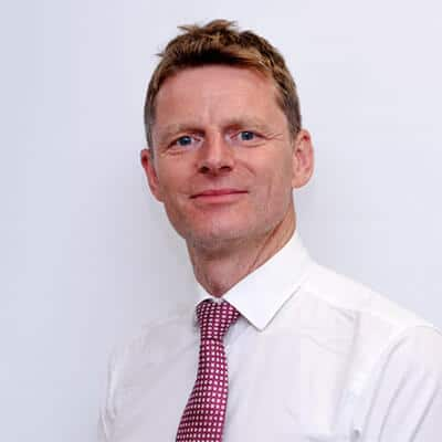 profile picture showing bariatric surgeon James Hewes who works closely with Damian Clark and obesity-related knee pain patients